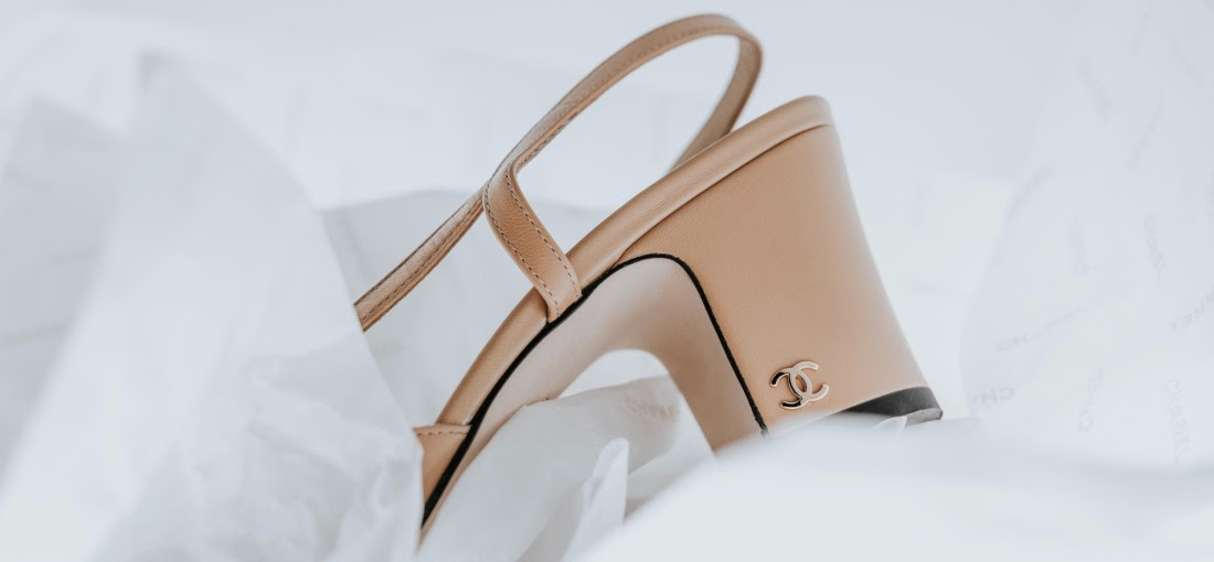 topánky s monogramom