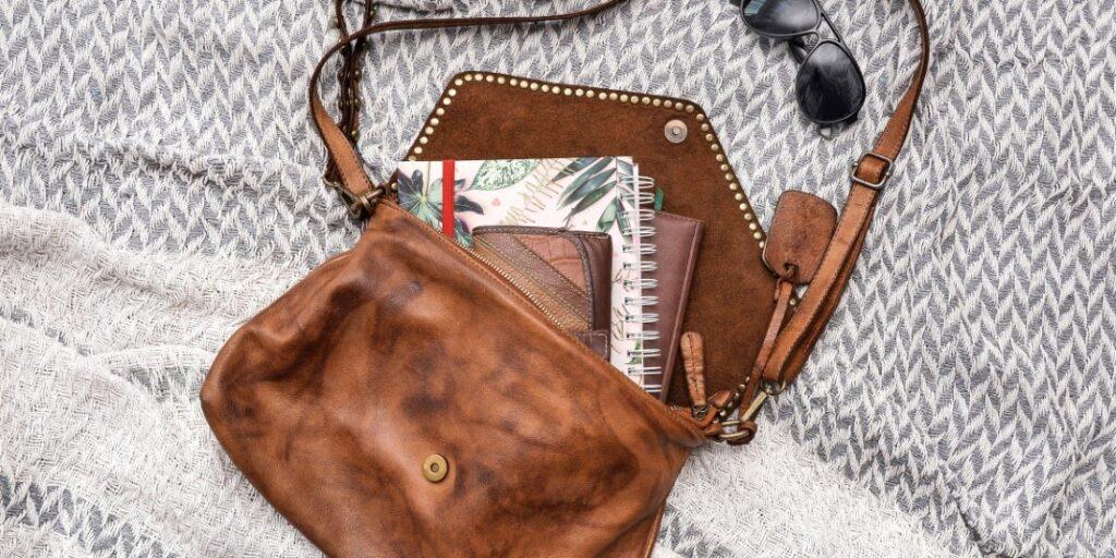 Praktická, elegantná, pohodlná - aká kabelka cez rameno je vhodná na každodenné nosenie?