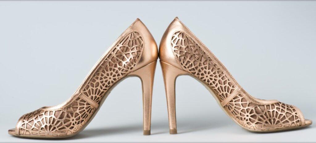 Široký výber dámskych dierkovaných topánok