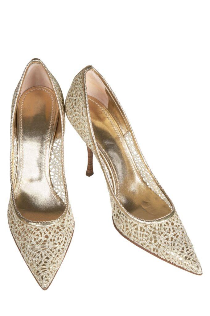 Podpätky, alebo plochá podrážka – ktoré dierkované topánky si vybrať?
